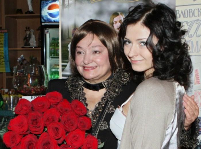 Мария Бурляева с мамой. / Фото: www.letidor.ru