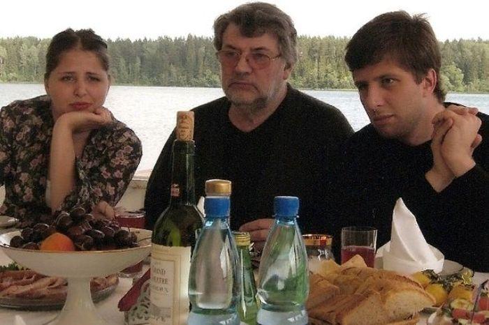 Александр Ширвиндт с внуками Александрой и Андреем. / Фото: www.vokrug.tv