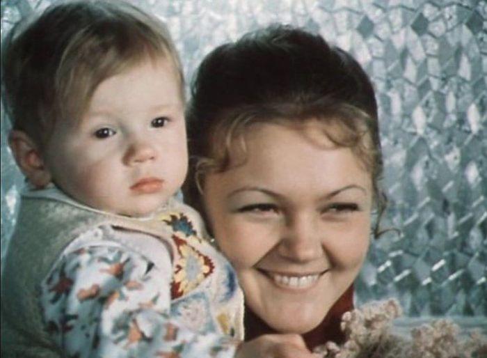 Марина Дюжева, кадр из фильма «По семейным обстоятельствам». / Фото: www.kino-teatr.ru