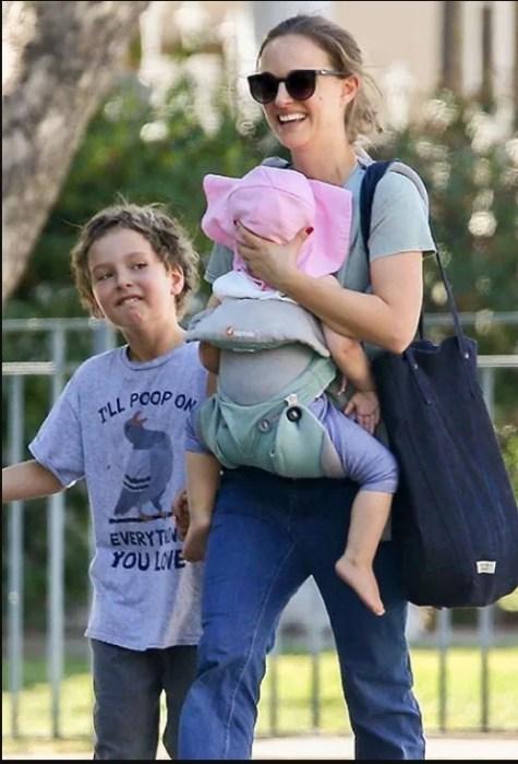 Натали Портман наслаждается счастьем. / Фото: www.hellomagazine.com