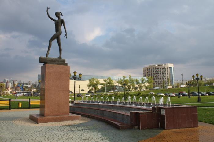 Памятник Светлане Хоркиной в Белгороде. / Фото: www.foto-planeta.com