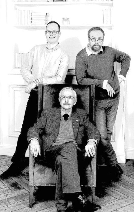 Василий Ливанов с сыновьями Николаем (слева) и Борисом. / Фото: www.goodhouse.ru