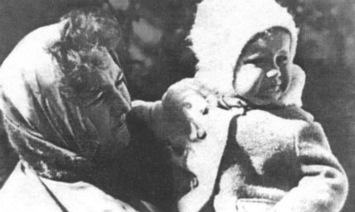 Маленькая Катя на руках у мамы. / Фото: www.host2k.ru