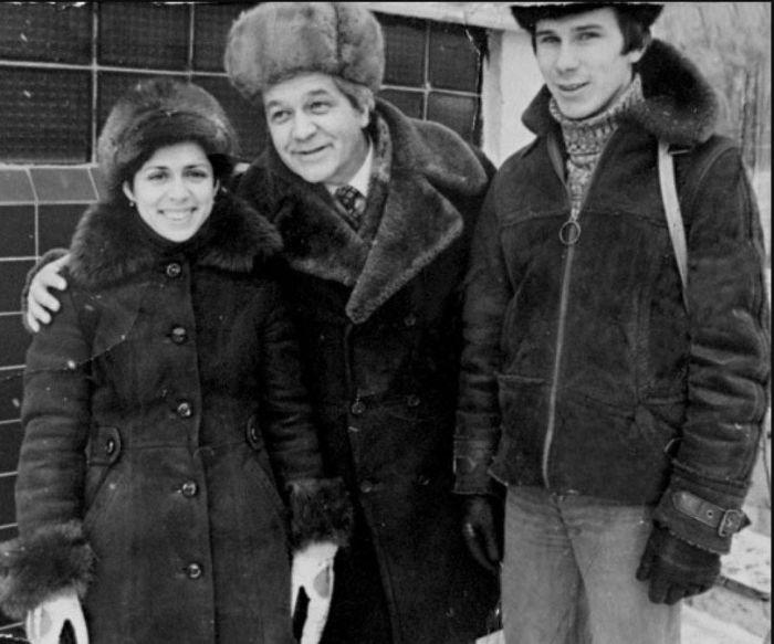 Владимир Ухин с Ириной Родниной и Александром Зайцевым. / Фото: www.telesem.ru
