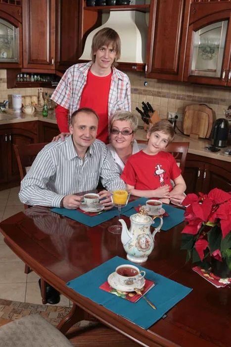 Татьяна и Евгений Устиновы с сыновьями. / Фото: www.yandex.net