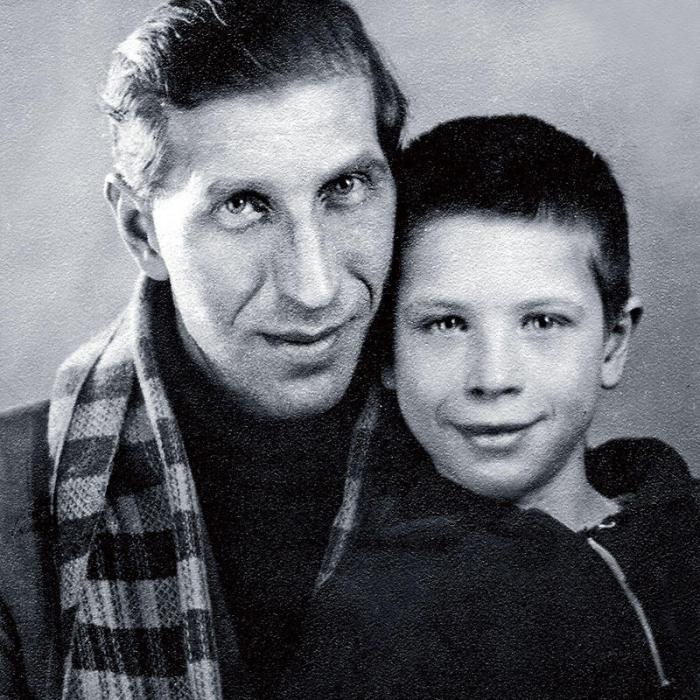 Сергей Филиппов с сыном Юрием. / Фото: www.7days.ru