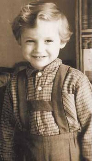 Александр Васильев в детстве. / Фото: www.peoples.ru