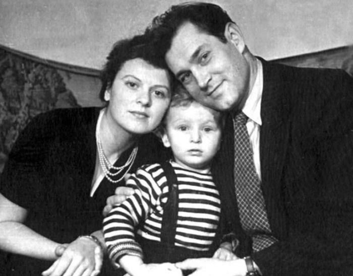 Владлен Давыдов и Маргарита Анастасьева с сыном. / Фото: www.yandex.net