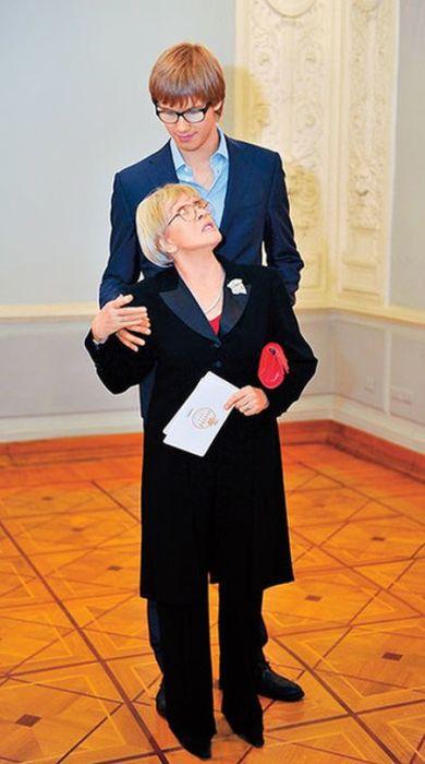 Никита Владимиров и Алиса Фрейндлих. / Фото: www.wday.ru