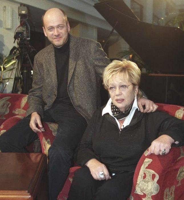 Галина Волчек с сыном. / Фото: www.tele.ru