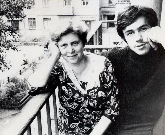 Александра Степановна Шевцова, завуч интерната, в котором воспитывался после смерти мамы. Эта женщина помогала Садальскому, когда он уже учился в институте / Фото: www.sadalskij.livejournal.com