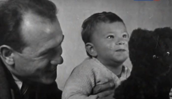 Борис Бабочкин с младшей дочерью. / Фото: www.tvkultura.ru