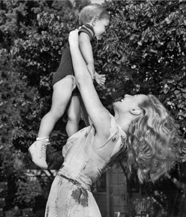 Мишель Морган с сыном. / Фото: www.galabiography