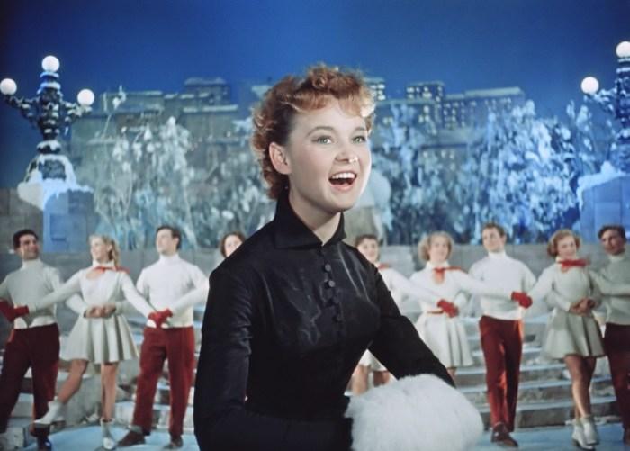 Кадр из фильма «Карнавальная ночь». / Фото: www.kudago.com