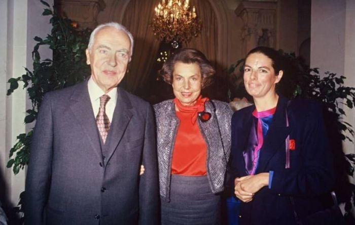 Франсуаза Беттанкур-Майерс с родителями. / Фото: www.moneymakerfactory.ru