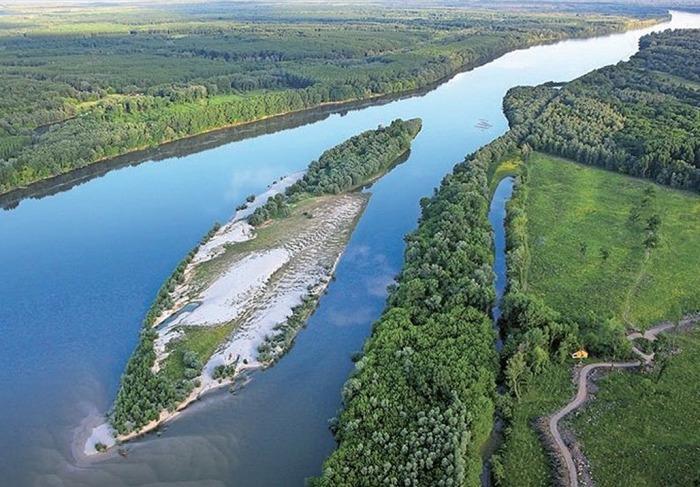 Территория на западном берегу Дуная, являющаяся предметом притязаний Либерленда. / Фото: www.archinect.com