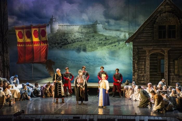 Сцена из оперы «Чародейка» Петра Чайковского. / Фото: www.operann.ru
