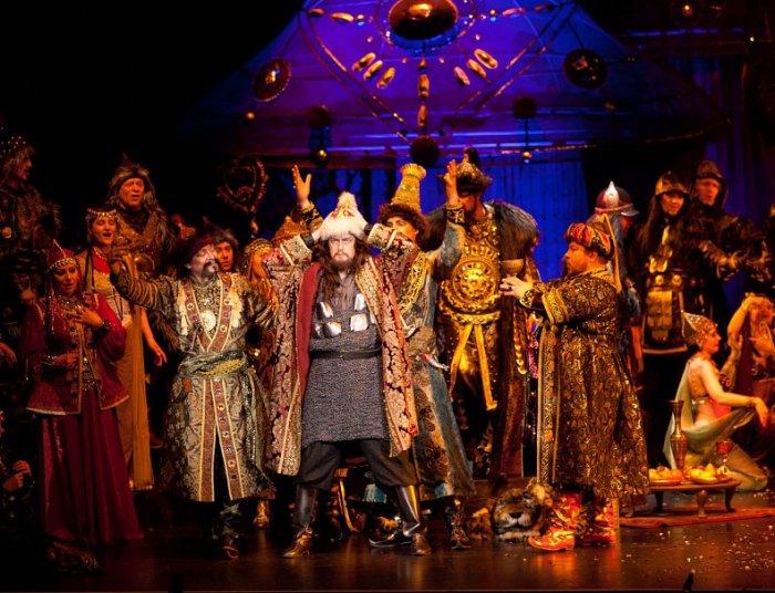 Сцена из оперы «Князь Игорь» Александра Бородина. / Фото: www.thesarafan.ru