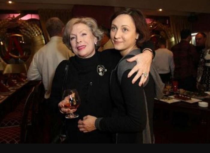 Дарья Дроздовская со своей крёстной мамой Аллой Будницкой. / Фото: www.mtdata.ru