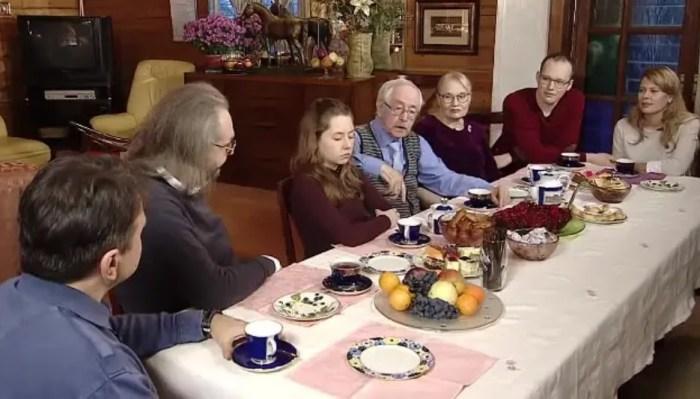 Василий Ливанов в кругу семьи, кадр из передачи «Пока все дома». / Фото: www.mycdn.me