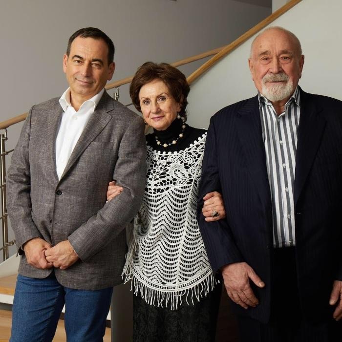 Роман Авдеев с родителями. / Фото: www.instagram.com/roman.avdeev67