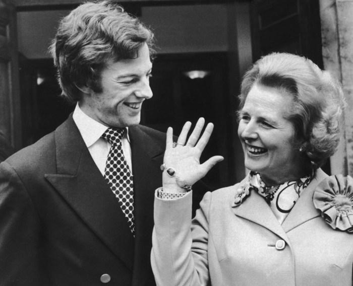 Марк Тэтчер с матерью. / Фото: www.thesun.co.uk