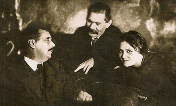 Герберт Уэллс, Максим Горький и Мария Будберг. 1920. / Фото: www.regnum.ru