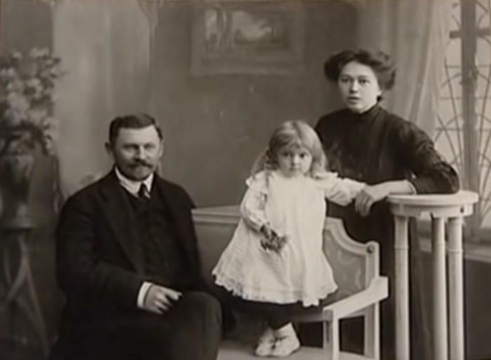 Ольга Викландт с родителями. / Фото: www.russia.tv