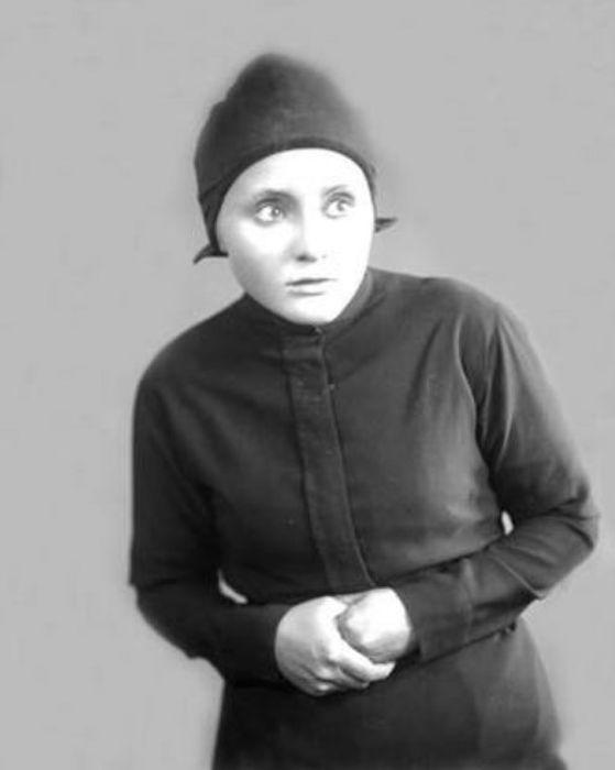 Анастасия Георгиевская в спектакле «Достигаев и другие». / Фото: www.mxat.ru