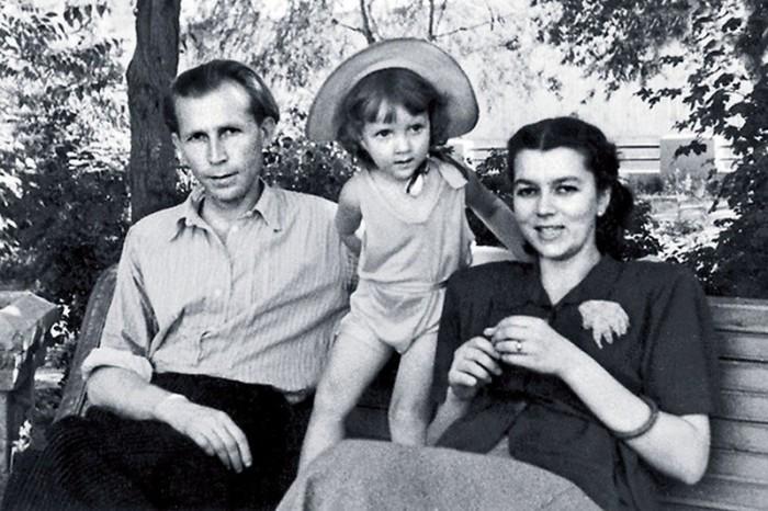 Иван Лапиков с женой и дочерью. / Фото: www.aktivno.net