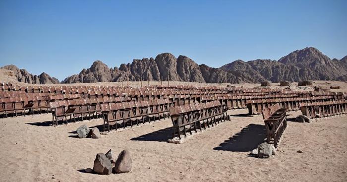 Открытый кинотеатр в Синайской пустыне. / Фото: www.blogspot.com