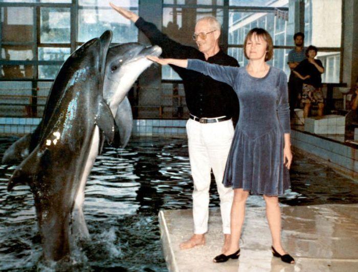 Альберт и Наталья Филозовы в дельфинарии. / Фото: www.livejournal.com