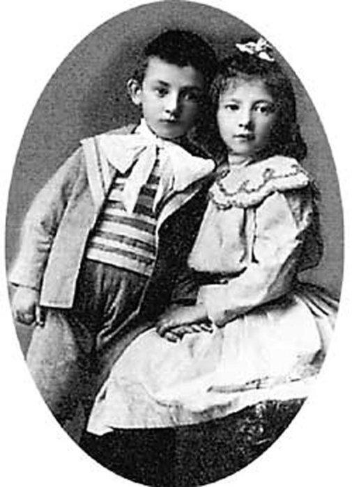 Маленькая Фанни с братом Яковом. / Фото: www.isrageo.com