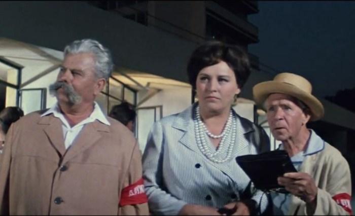 Георгий Светлани (справа), кадр из фильма «Бриллиантовая рука». / Фото: www.akm-project.com