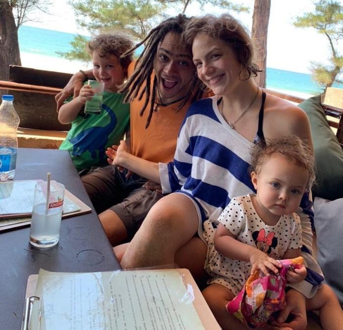 Энтони Родд с женой и детьми. / Фото: www.kpcdn.net