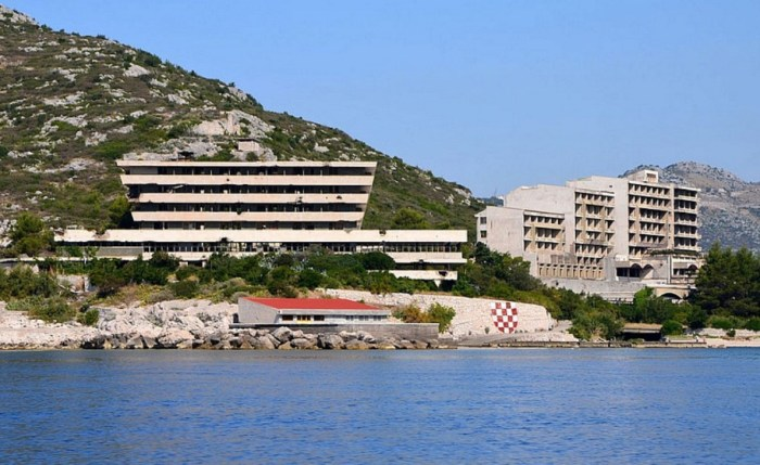 Заброшенные отели Купари, Хорватия. / Фото: www.sibfun.ru