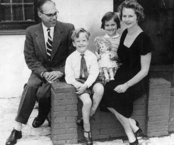 Маргарет и Денис Тэтчер с детьми. / Фото: www.fotocdn.net