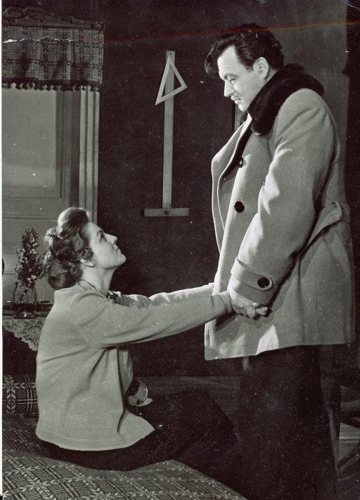 Зинаида Шарко и Ефим Копелян в спектакле «Пять вечеров». / Фото: www.bdt.spb.ru