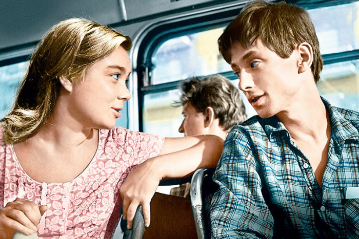 Нина Дорошина и Олег Даль, кадр из фильма «Первый троллейбус». / Фото: www.7days.ru