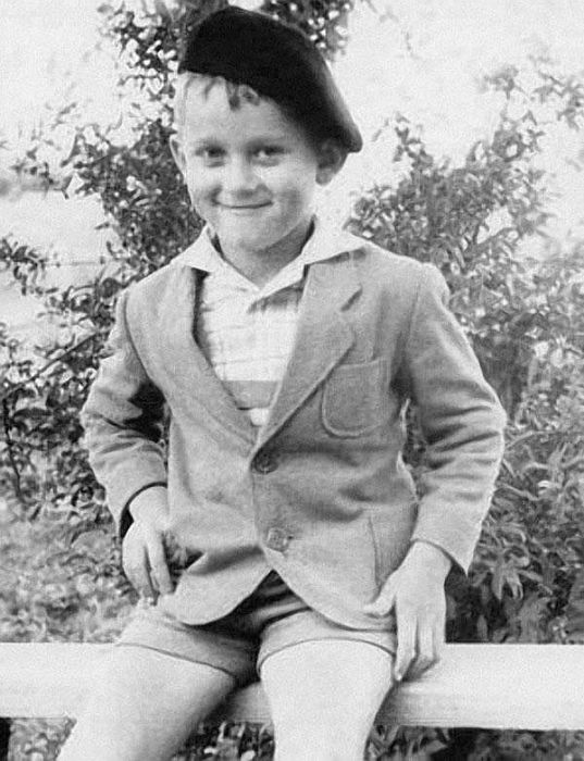 Александр Маршал в детстве. / Фото: www.popbio.ru