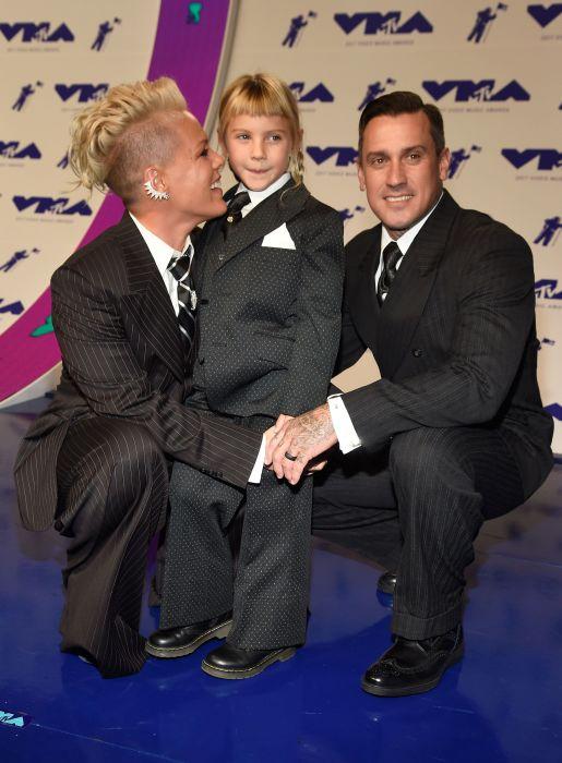 Пинк с мужем и дочерью. / Фото: www.huffingtonpost.com