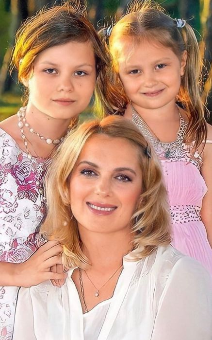 Мария Порошина с детьми. / Фото: www.fotocdn.net