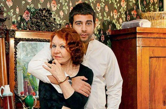 Иван Ургант с бабушкой Ниной Ургант. / Фото: www.yandex.net