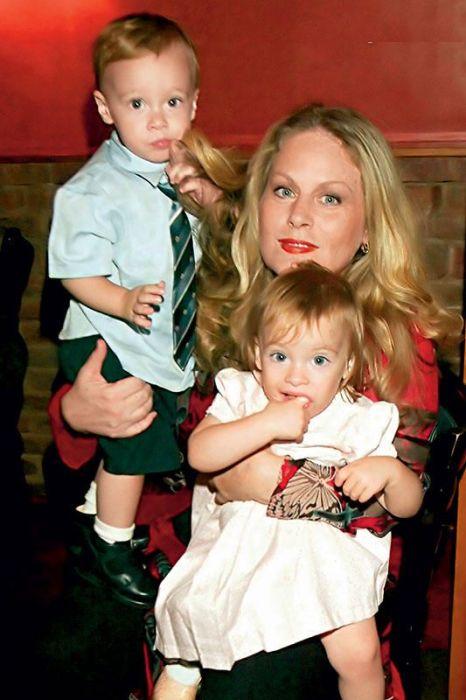 Беверли Д'Анджело с детьми. / Фото: www.7days.ru