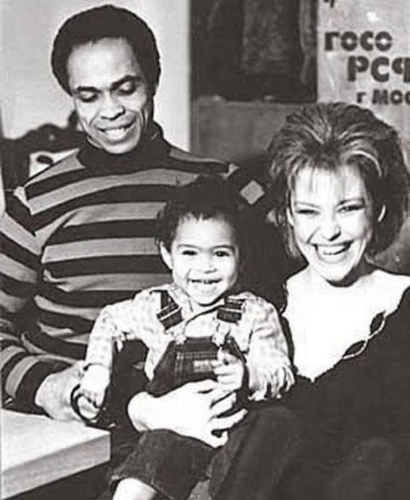 Ирина Понаровская и Вейланд Родд с сыном. / Фото: www.net.ua
