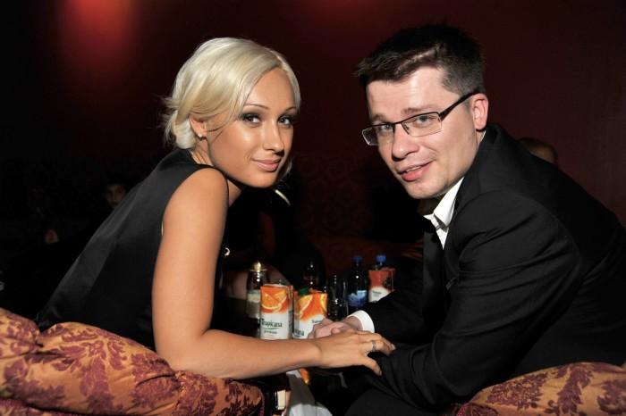 Гарик Харламов и Юлия Лещенко. / Фото: www.woman.ru