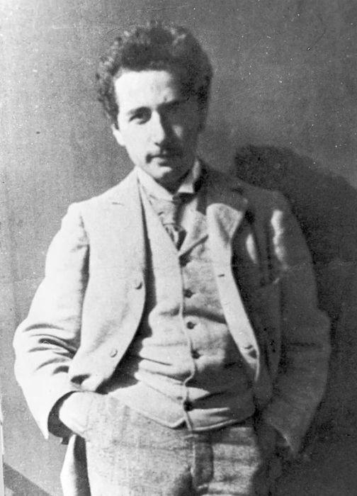 Альберт Эйнштейн в студенческие годы. / Фото: www.twimg.com