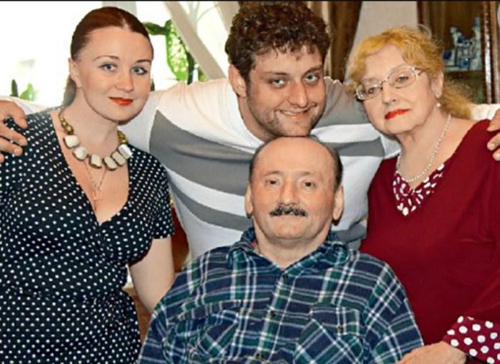 Михаил Полицеймако с женой и родителями. / Фото: www.24smi.org