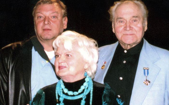 Владлен Давыдов и Маргарита Анастасьева с сыном Андреем Давыдовым. / Фото: www.museummhat.ru