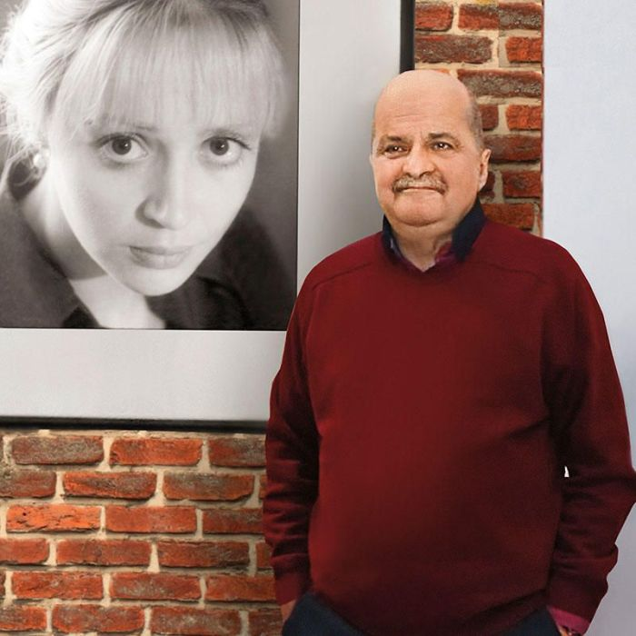 Александр Миндадзе у портрета жены. / Фото: www.7days.ru